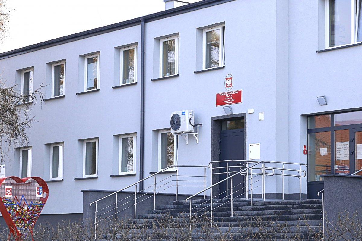 Zdjęcie przedstawia budynek posterunku policji w Milejowie.