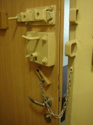 drzwi od celi