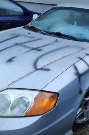 Napisy na samochodzie marki Hyundai
